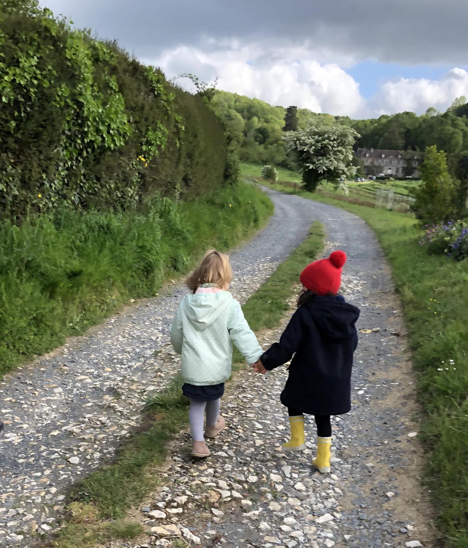 Les petites filles au bout du chemin - Sophie QUESNEL